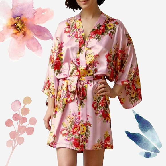 397935814e Women s Light Pink Floral Satin Kimono Short Robe